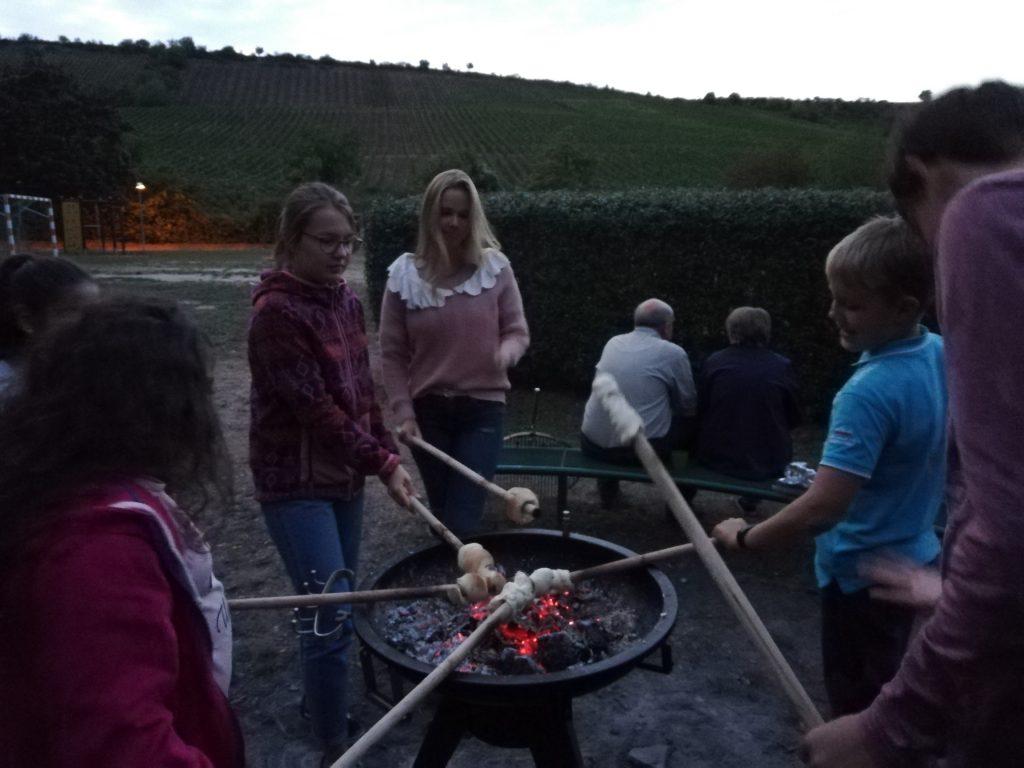 Grillen beim Jugendgottesdienst